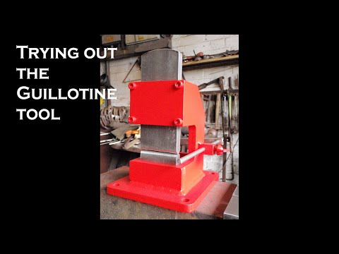 Trying out the blacksmithing guillotine tool aka the smithin' magician