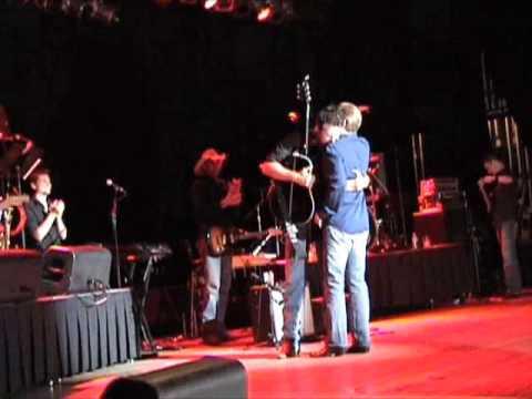 Steve Wariner gives his guitar to Blake Shelton