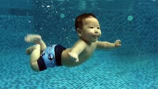 Tập bơi cho bé Bobby cực kỳ dễ thương|Baby Swimming V1