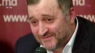 Însoțit de avocații săi, Vlad Filat a oferit primele reacții după c...