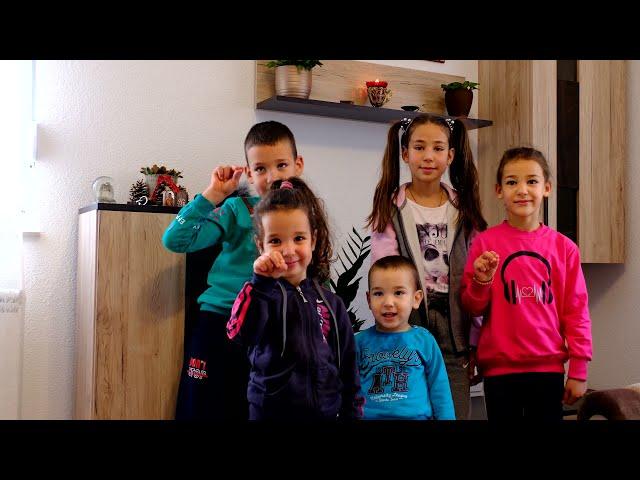Покренули смо Републику Српску и породицу Елез уселили у нову кућу!