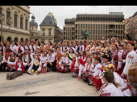 """Голямото хоро на събора """"Гергьовденски игри"""", Лион// Une ronde autour du monde, Lyon 2 mai 2015"""