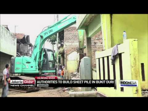Jakarta Governor to Instal Sheet Piles In Bukit Duri