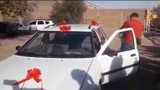 Le incendiaron el auto y sus compañeros le dieron una sorpresa