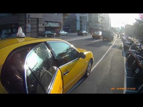 誇張的計程車司機與乘客