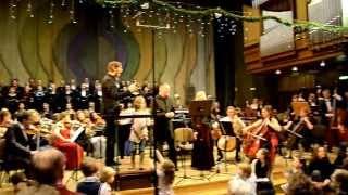 Finał Oratorium na Boże Narodzenie Huberta Kowalskiego - dyryguje kompozytor .