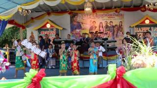 Deknoy Lao Alphabet song at Wat Lao Buddhavong July 4, 2014