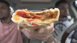 Eating Taco Bell Beefy Nacho Griller @hodgetwins
