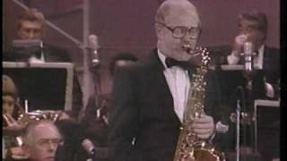 "Henry Mancini live ""The Pink Panther Theme"" with Don Menza sax solo"
