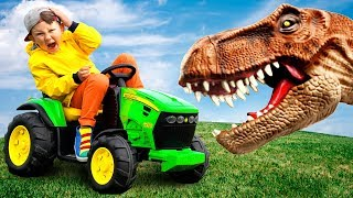 Little Dinosaur broke Tractor. You haven't seen this before.