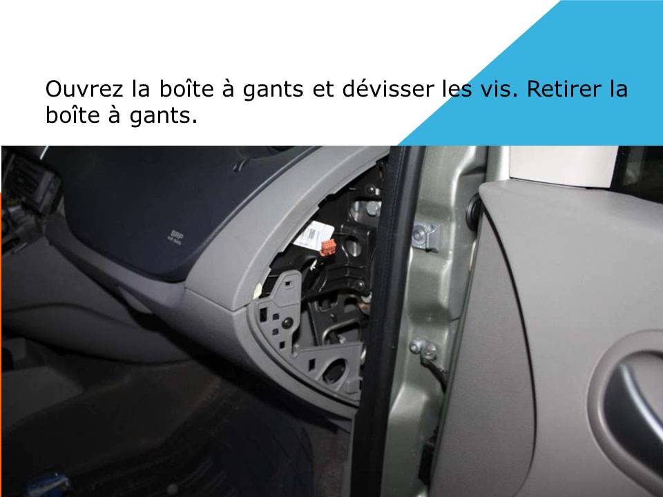 Changement de filtre d 39 habitacle sur renault kangoo youtube for Interieur twingo 2