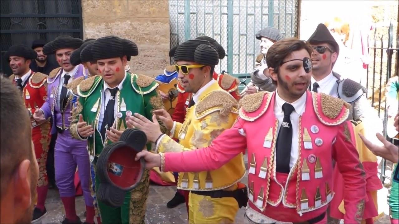 Popurri Fragmentos De La Chirigota Una Corrida En Tu Cara Carnaval Cadiz La Viña 2018 Youtube