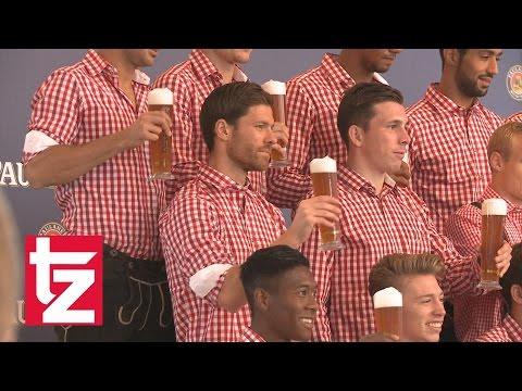 Lederhosen-Shooting des FC Bayern: Xabi Alonso, Mehdi Benatia, Robert Lewandowski und Co. in Tracht