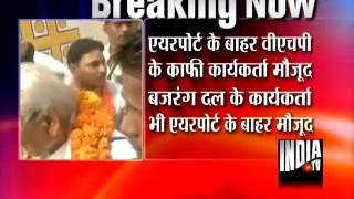VHP leader Ashok Singhal reaches Lucknow