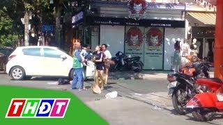 Nhắc nhở việc vứt rác, nữ lao công bị chủ shop quần áo đánh   THDT