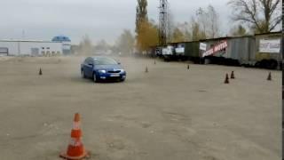 Разворот на 360 градусов на Skoda  (Шкода) лифтбек - Киев. Урок экстремального вождения.