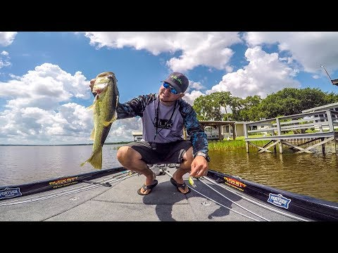 Bass Fishing  Lake Griffin with strike king 2.0