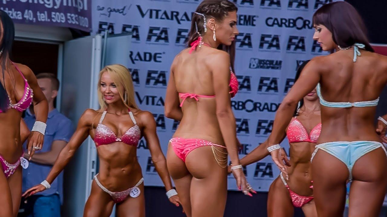 Интересни кадри от женско фитнес състезание