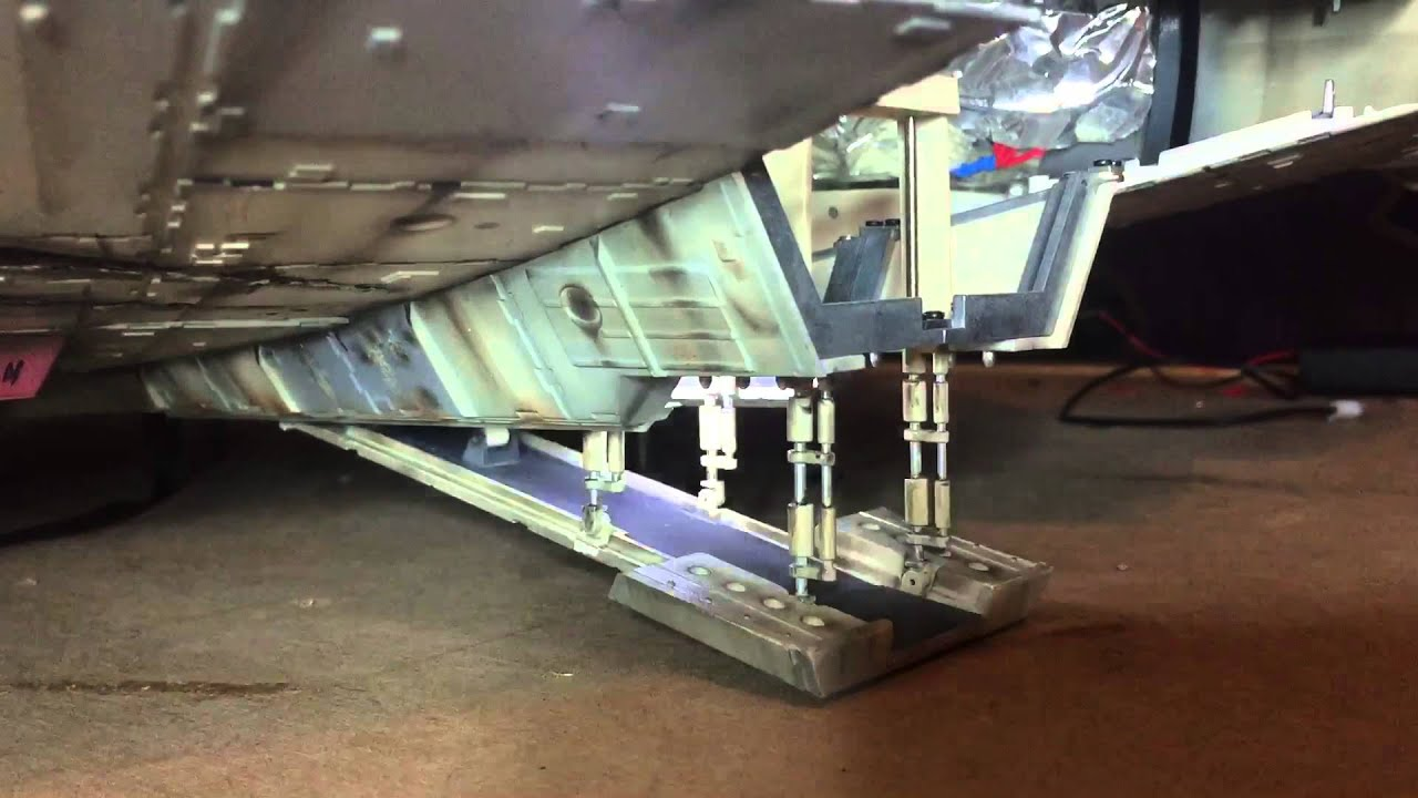 Deagostini millennium falcon ramp in operation youtube for Interieur faucon millenium