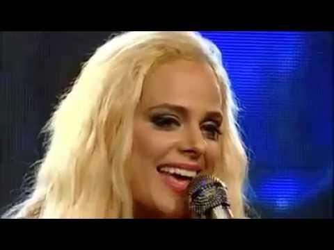 Heather Schmid US Singer Singing Pakistani National Song...