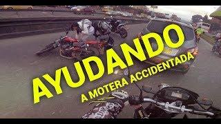 Ayudando a Motera Accidentada por Hueco en Bogota thumbnail