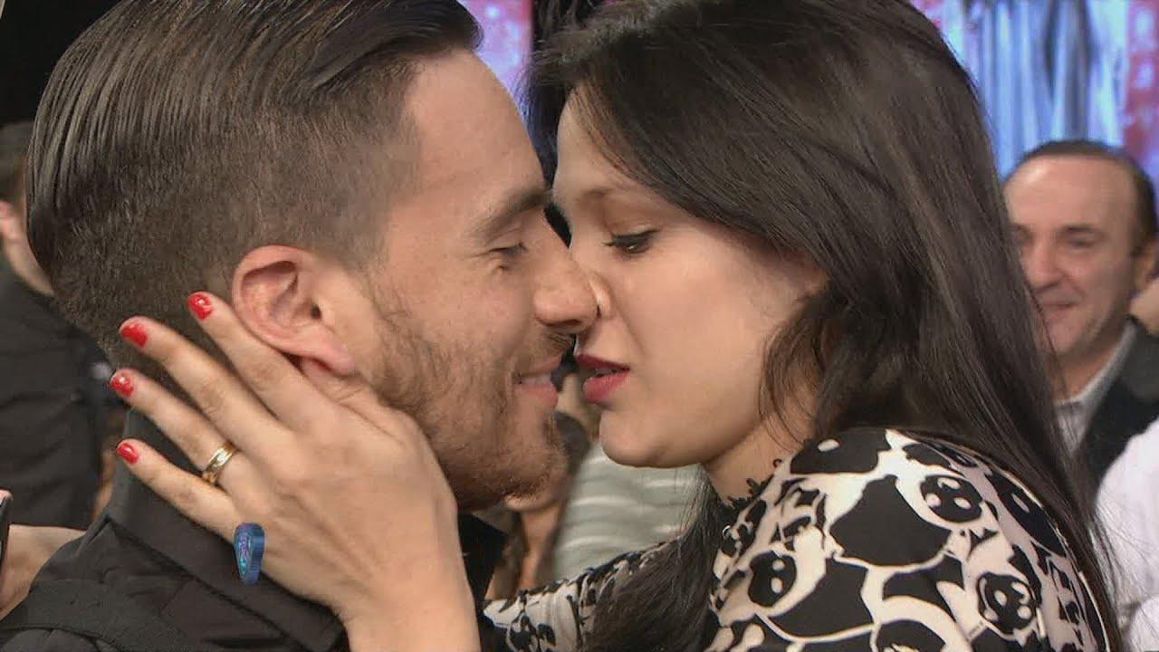 nuevo polaco besando