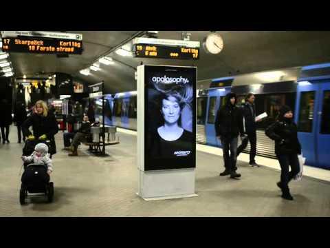 Un panneau publicitaire réactif dans le métro