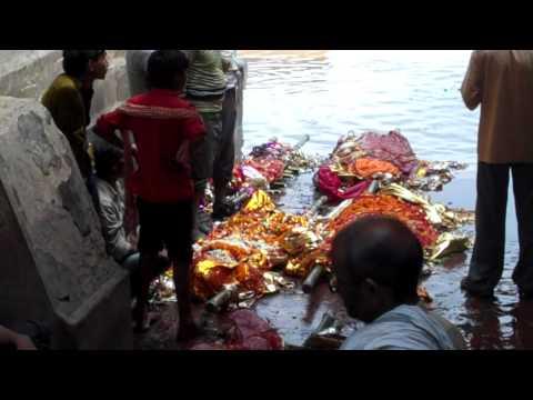 Body waiting in Manikarnika ghat, Kasi