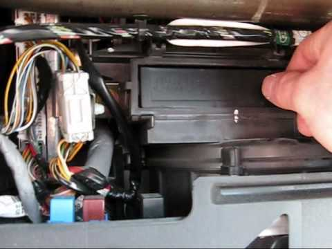How to change the cabin airfilter on a 2004 (7th gen) Honda Civic - YouTube
