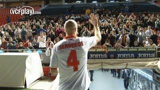 Valencia CF: La afición arropa a Senderos en su presentación como valencianista
