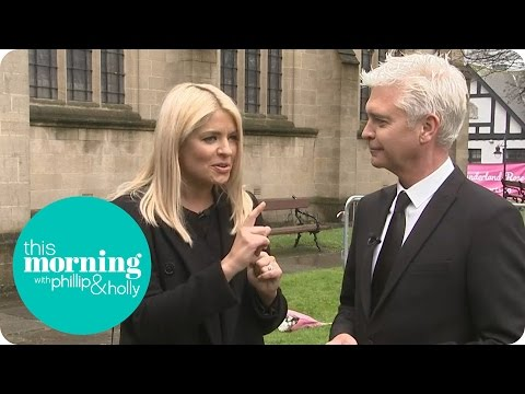 Holly and Phillip Remember Denise Robertson In Sunderland | This Morning