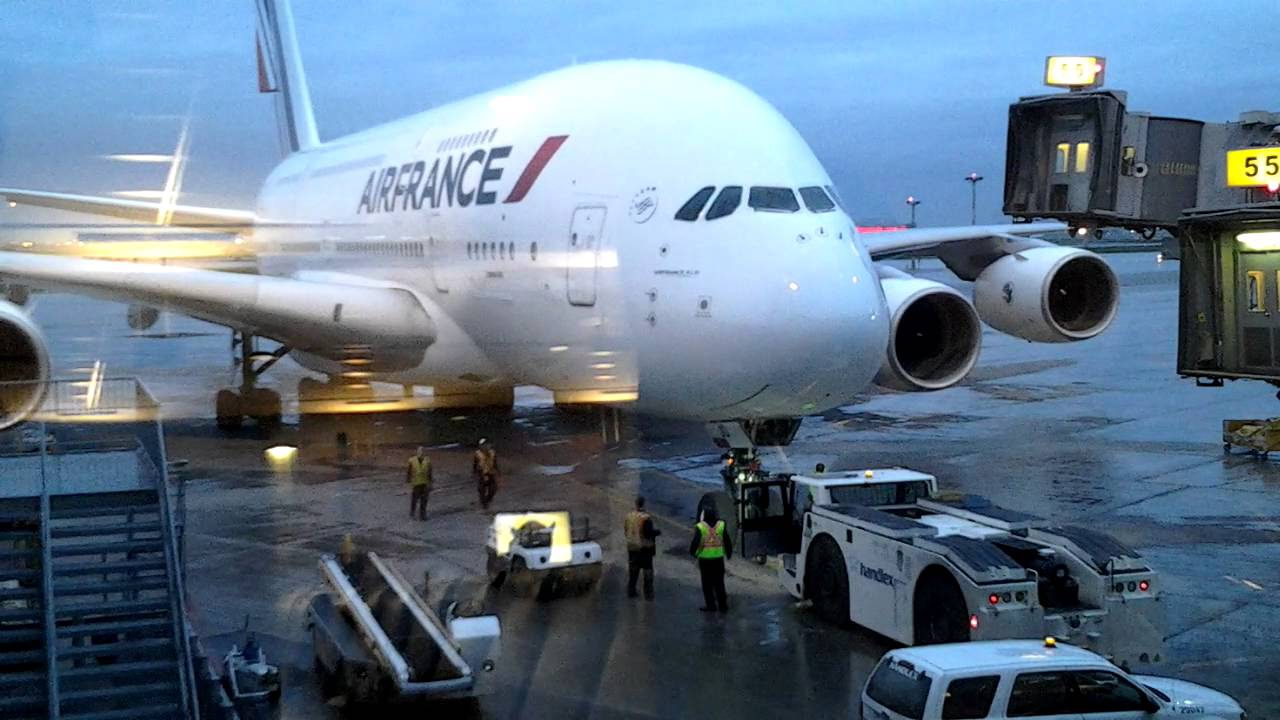 Youssef air france avion 2 etages youtube for Interieur avion air france