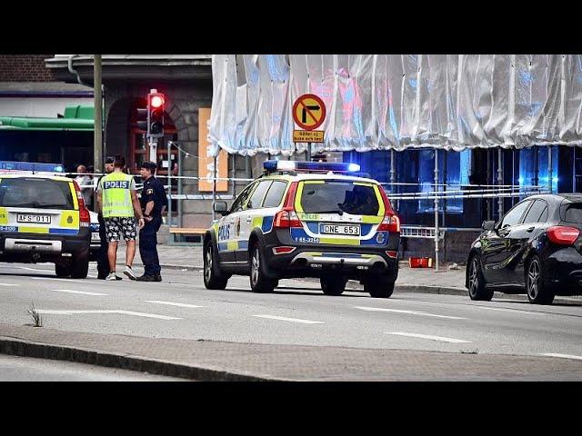 <span class='as_h2'><a href='https://webtv.eklogika.gr/soyidia-pyrovolismoi-sto-kentro-toy-malme' target='_blank' title='Σουηδία: Πυροβολισμοί στο κέντρο του Μάλμε'>Σουηδία: Πυροβολισμοί στο κέντρο του Μάλμε</a></span>