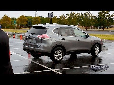 Nissan Rogue Tested on a Wet Autocross Course