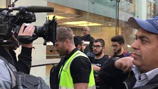 Gambar cover iPhone 8 line launch event Sydney Apple Store - Friday 22 September Australia