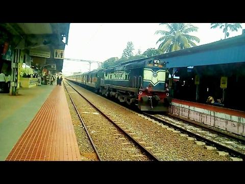 Yesvantpur Kochuveli Garib rath arrival & announcement at Chengannur