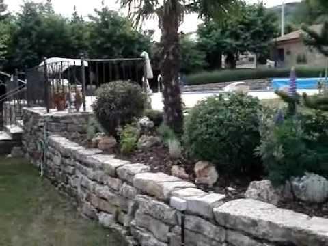 Rocallas y parterre en otero del curue o le n por casa a for Jardineria leon