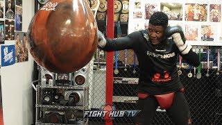 LUIS ORTIZ DROPPING HEAVYWEIGHT BOMBS ON THE BAG PREPARING FOR DEONTAY WILDER REMATCH
