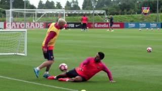 Lionel Messi Skills and Nutmeg vs Suárez in a Normal Day of Training - Ready for 2016/2017