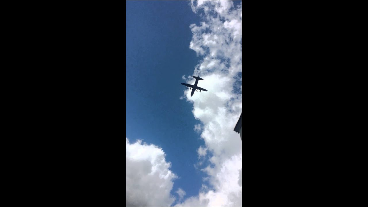 Huge Low Flying Plane Over My House Youtube