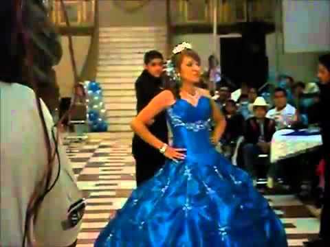 Quincea era se cae de un silla youtube for Silla quinceanera