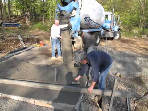 Pouring The Concrete Pad For 10 X 20 Shed Youtube