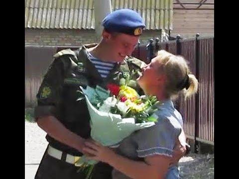 Сын вернулся из армии.