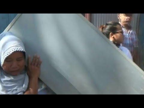 Ricuh Razia PKL Tanah Abang, Satu Pedagang Tertimpa Kulkas