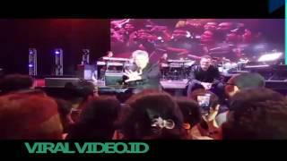 Bernyanyi diiringi David Foster Pria NTT ini Buat Iri ribuan Penonton MP3