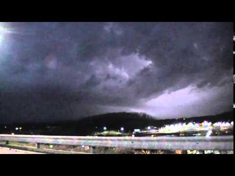 Severe Thunderstorm, Mean Shelf Cloud & Lightning - Fenton MO, 4/3/14