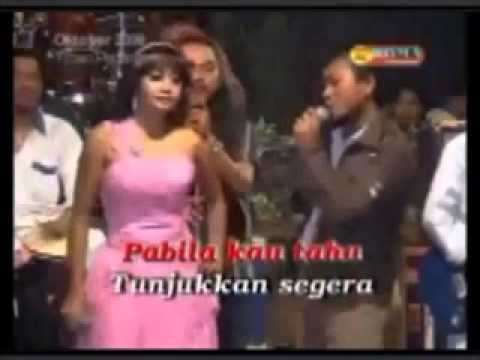 Dangdut Lama Rhoma Irama & Elvy Sukaesih : Colak Colek - Cover :  Wiwik & Agus - OM. Metro