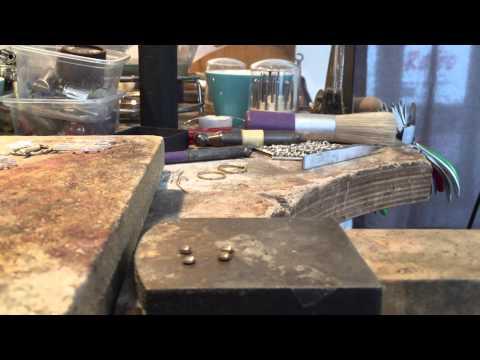 Fairtrade oorstekers en ringen. Het proces...