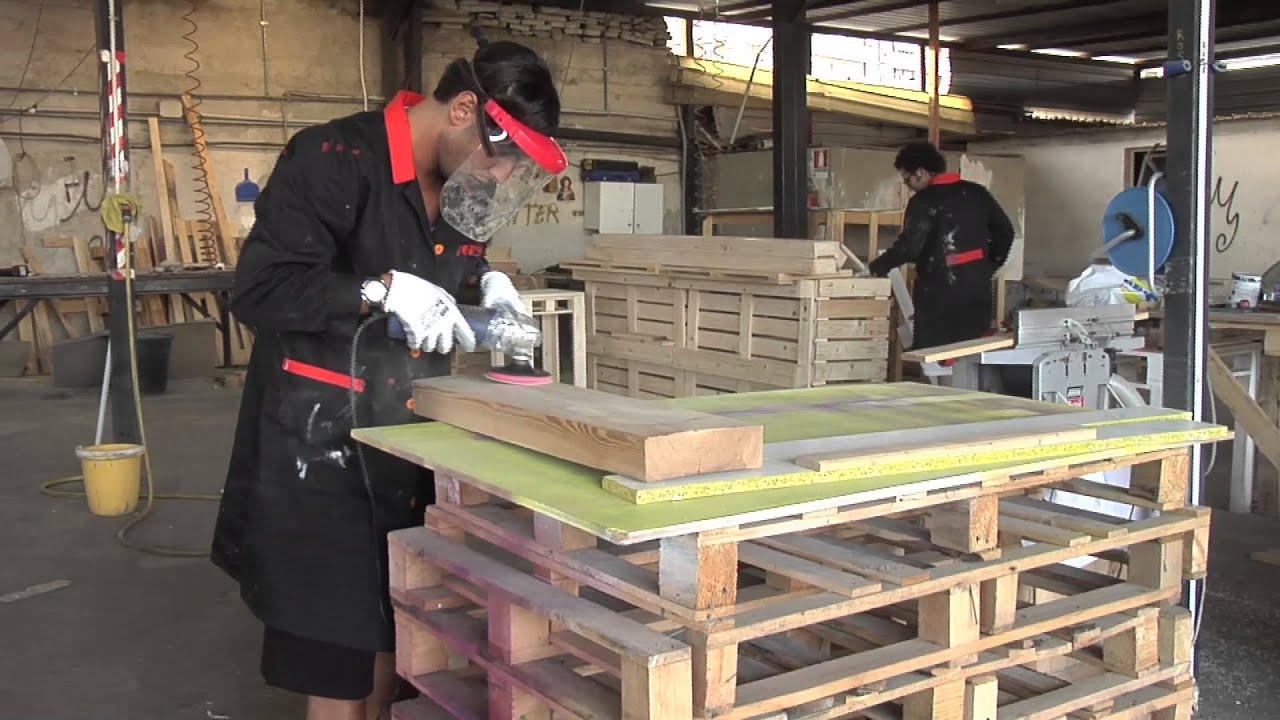 Da pedane in legno a mobili unici tre cugini baresi si inventano un nuovo lavoro youtube - Mobili da anticamera che riflettono ...