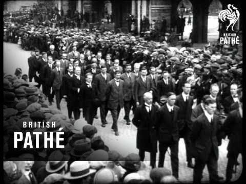 Dublin Mourns Dead President (1922)